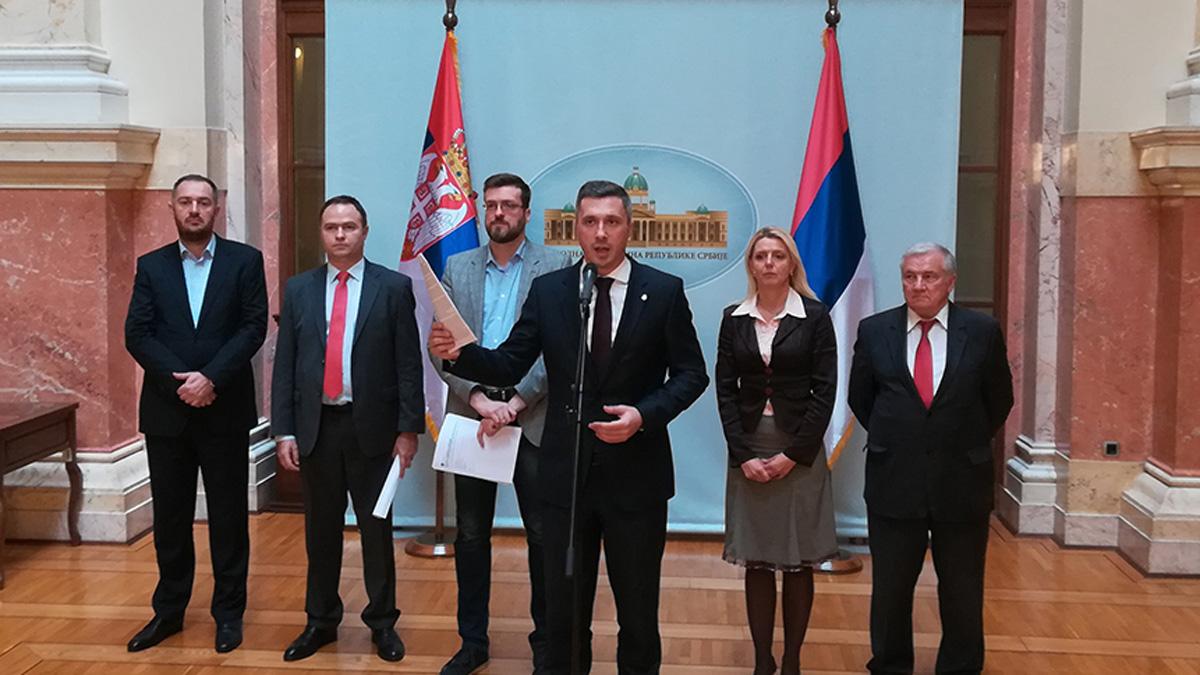 Narodni poslanik Dveri Srđan Nogo isključen sa sednice jer je postavio poslaničko pitanje