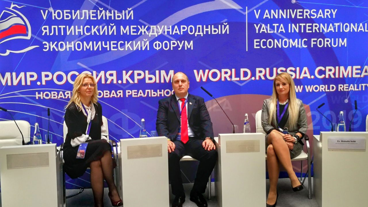 Dveri na petom jubilarnom Međunarodnom ekonomski forum na Krimu