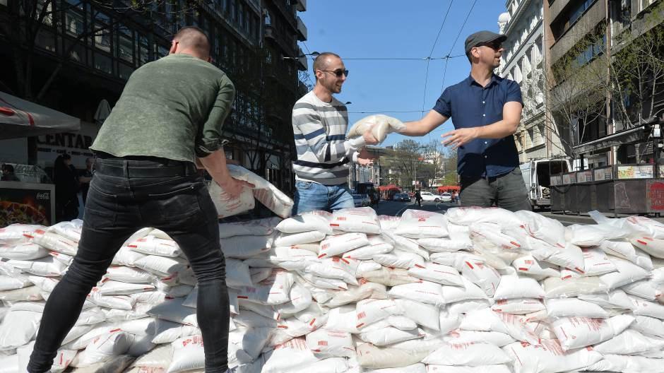 Predstavnici SZS blokirali saobraćaj na Terazijama zbog najavljenih radova