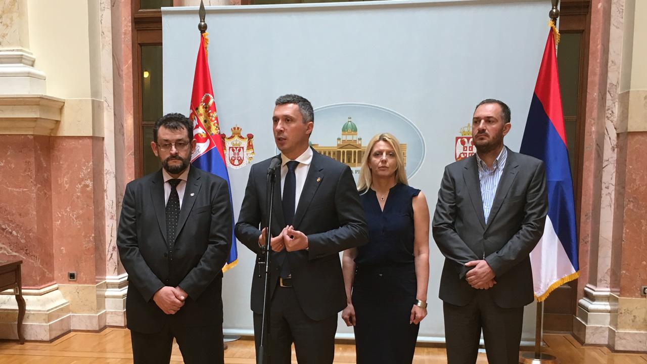 Dveri: Ana Brnabić otpušta 12 000 radnika u Srbiji i odriče se Rusije