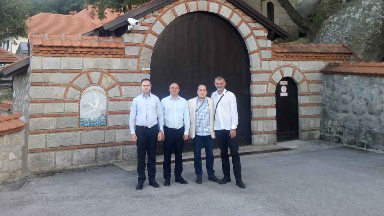 Dveri na Kosovu i Metohiji