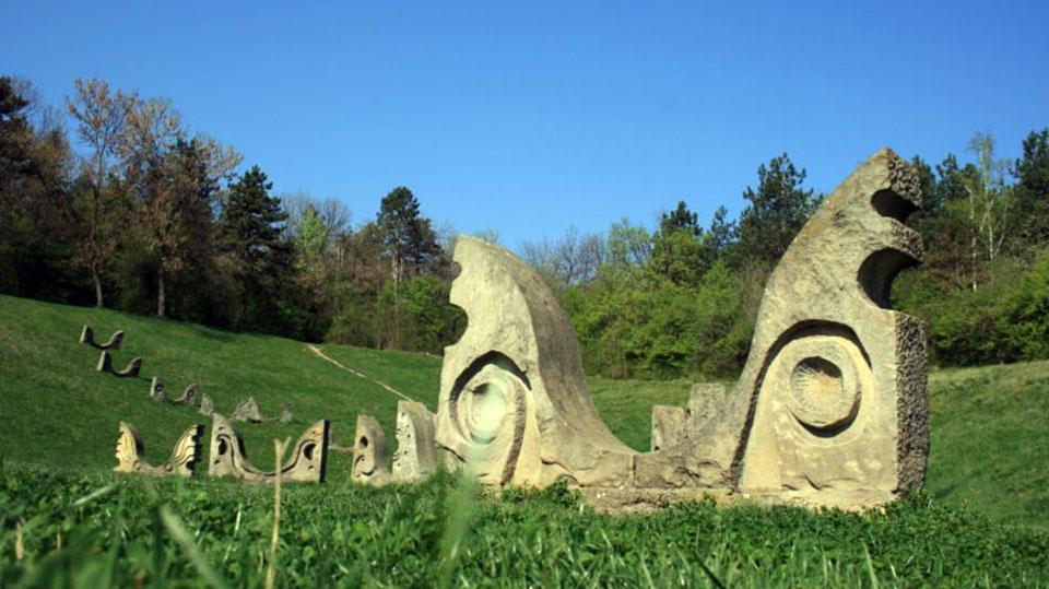 Skrnavljenje istorijskog spomenika od strane SNS Kruševac
