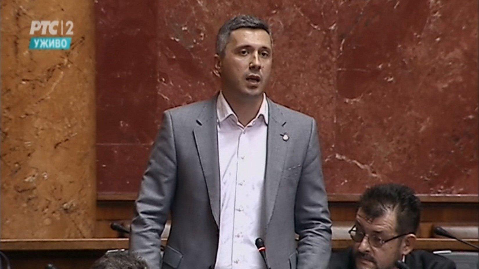 Boško Obradović: Da li je Vučić odobrio zastavu tzv. Kosova na svečanosti u Franscuskoj?