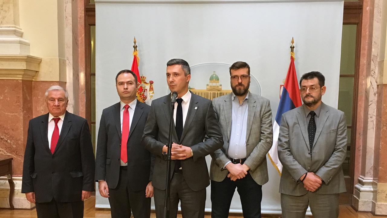 Bošku Obradoviću zabranjen ulazak na sednicu Skupštine, dok vlast prodaje  KiM