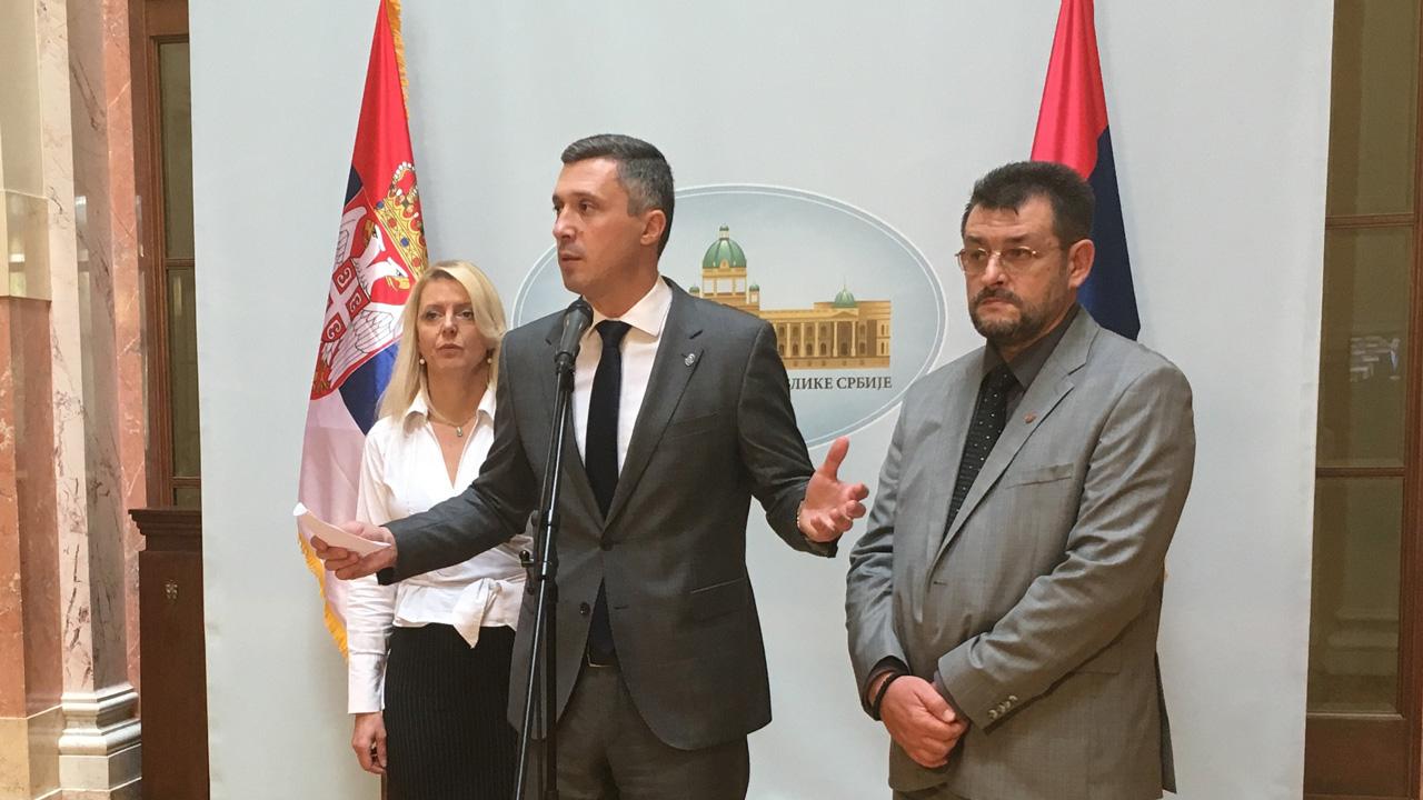 Dveri: Novi zakoni u službi partijskog zapošljavanja i daljeg dodvoravanja Evropskoj uniji