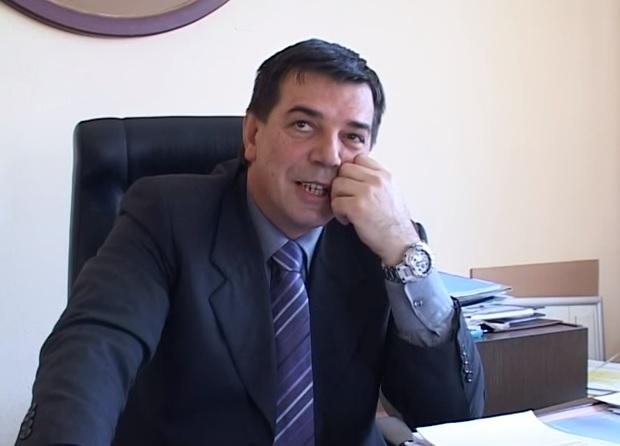 Dveri: Smeće gori a predsednik opštine se češlja