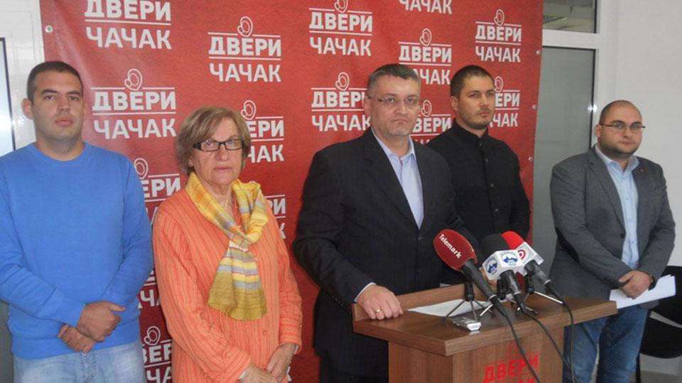 Dveri Čačka izazivaju gradonačelnika na TV duel