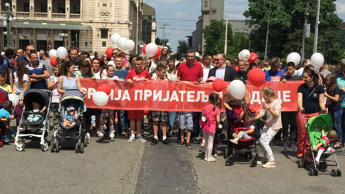 "Počela porodična šetnja ""Nedelja porodice"" u Beogradu"