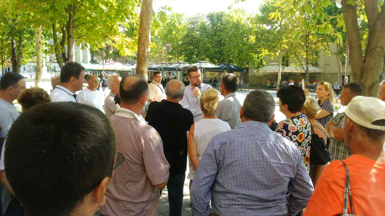 Srđan Nogo sa obespravljenim radnicima u Aranđelovcu
