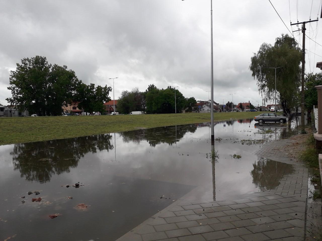 Građani Sent Andrejskog puta u naselju Klisa plivaju u fekalijama