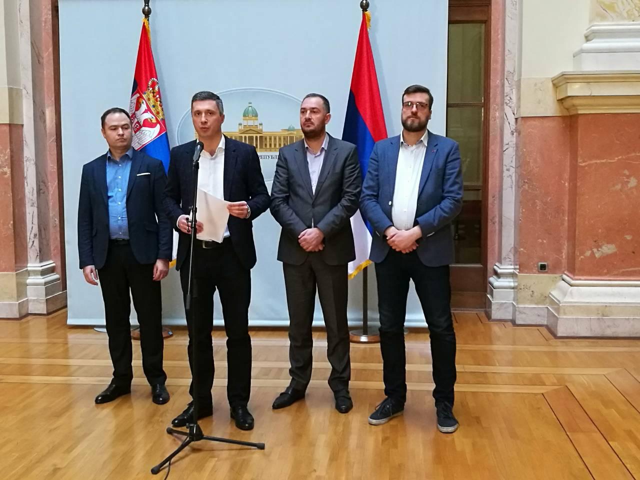 Obradović: Srbiji preti velika opasnost od naseljavanja sa 600.000 migranata!