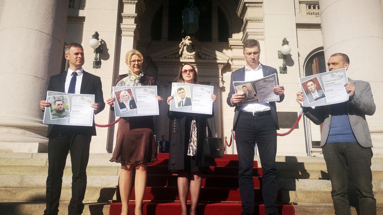 Ministar Lončar pretio Obradoviću zbog izložbe afera ministara