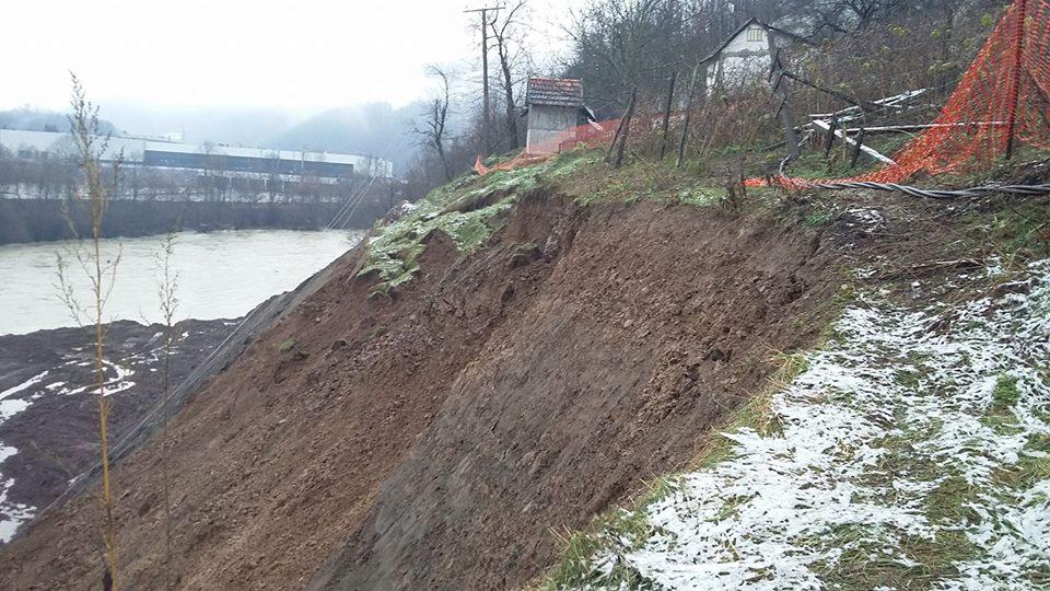 Zbog brane Vučićevog kuma na Limu u Priboju, proradilo klizište, privatne kuće su u opasnosti