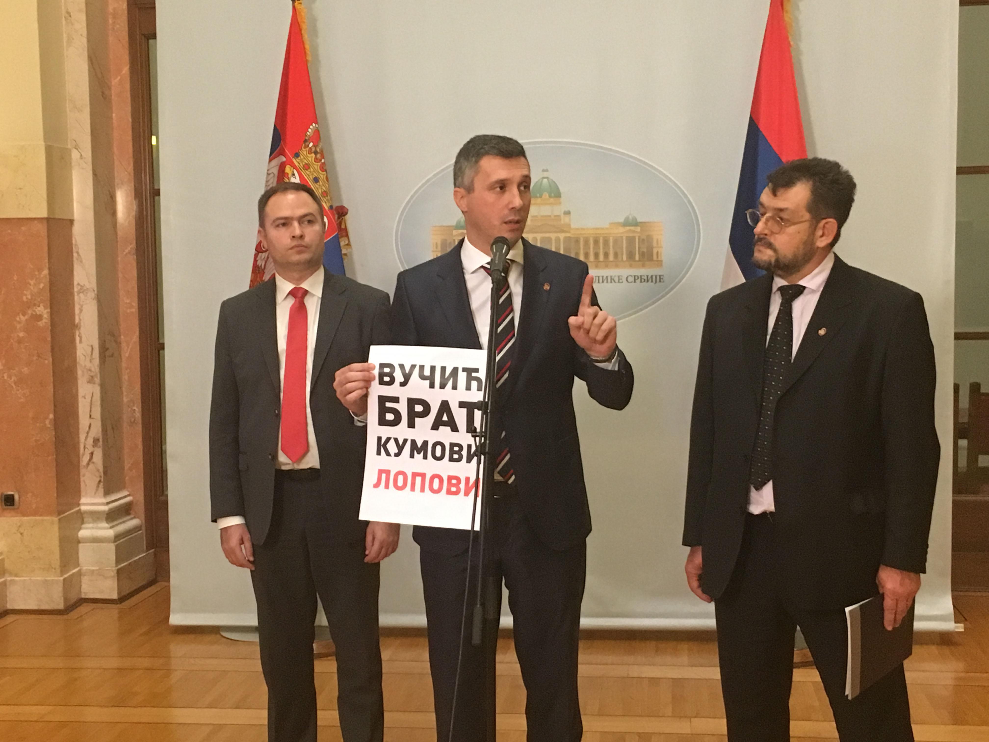 Boško Obradović: Vlada pobegla od pitanja Dveri: Vučić-brat-kumovi-lopovi