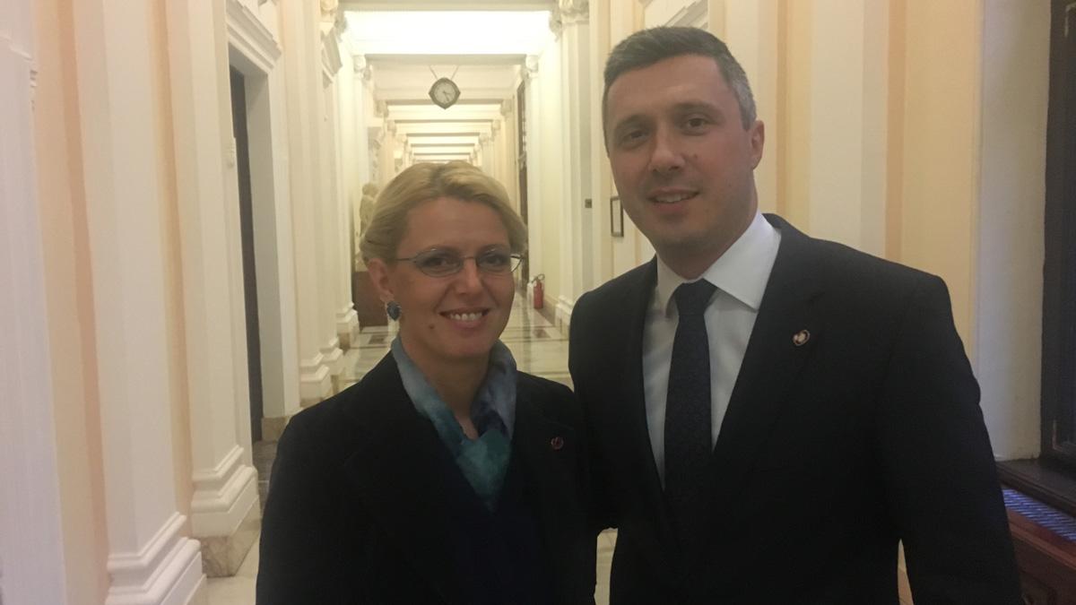 Maja i Zorana su Vučićeve promoterke mržnje i nasilja