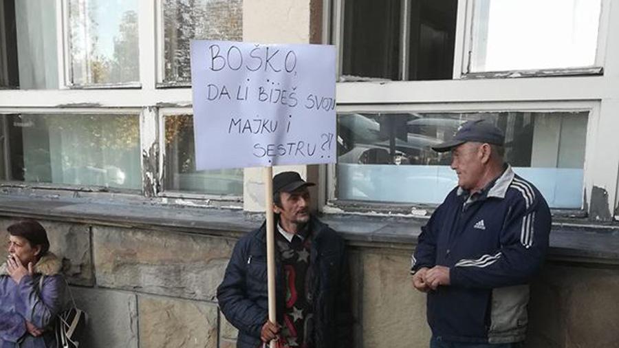 Dveri: SNS hoće da naseli migrante u mladenovačka sela