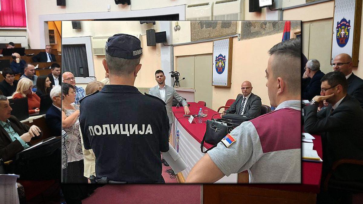 Dveri Čačak: Vlast pozvala policiju na sednicu Skupštine grada Čačka
