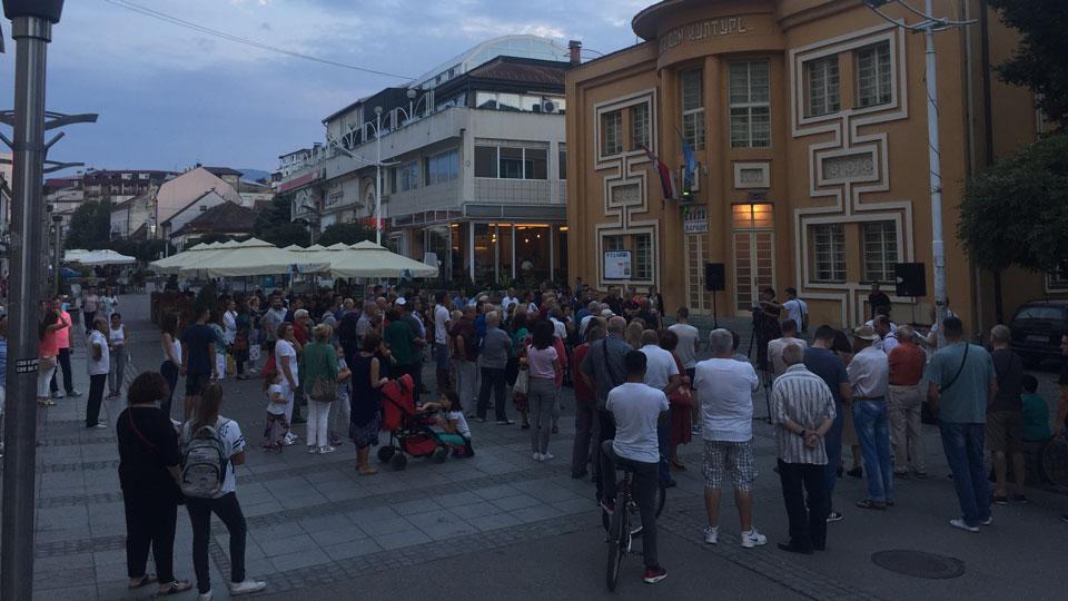 Loznica: Građani protestovali zbog ugrožene bezbednosti i politike prema ilegalnim migrantima