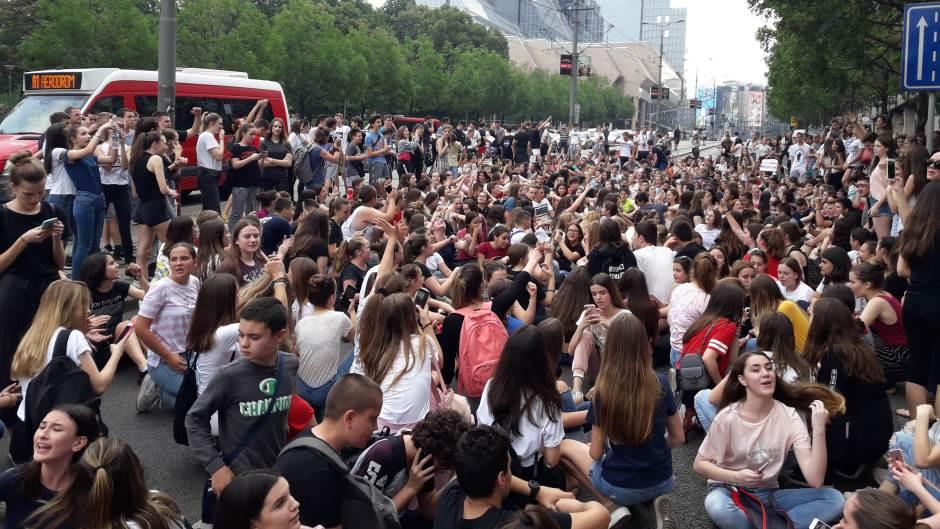 Savez za Srbiju: Ne dirajte decu