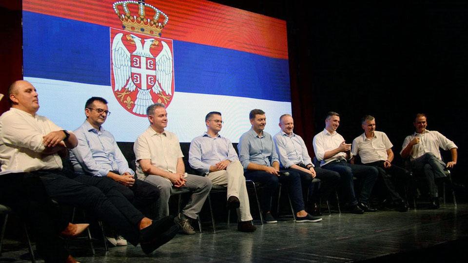 Obradović: Ne sećam se da se Vučić izvinio zbog Labanovih pretnji da će čupati grkljan
