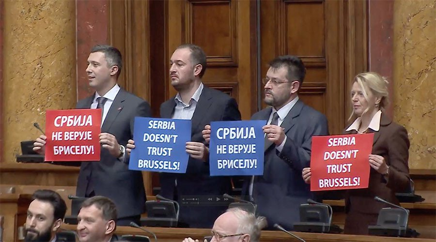 Autizam vlasti sve veći - šteta za Srbiju nemerljiva