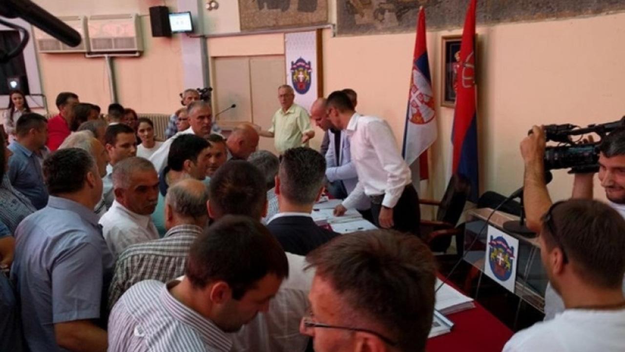 Diktatura SNS u Čačku - sa sednice isključeno 11 odbornika opozicije