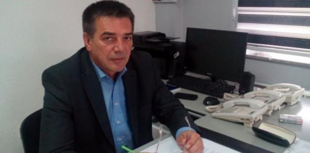 Predsednik opštine traži da novinari ponovo kleče