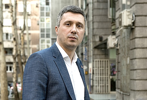 Суд донео пресуду: Информер шири лажи о Бошку Обрадовићу